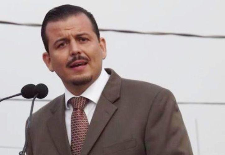 """El alcalde de Tepalcatepec, Guillermo Valencia Reyes, dijo que decide """"no ser un problema más, sino parte de la solución"""" a la crisis de inseguridad, violenciaque priva en la región Tierra Caliente de Michoacán. (Facebook)"""