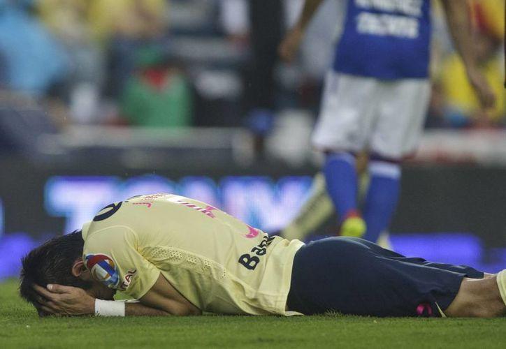 El América, que venía de golear al Veracruz, terminó tendido en la cancha del Azul. (Foto: AP)
