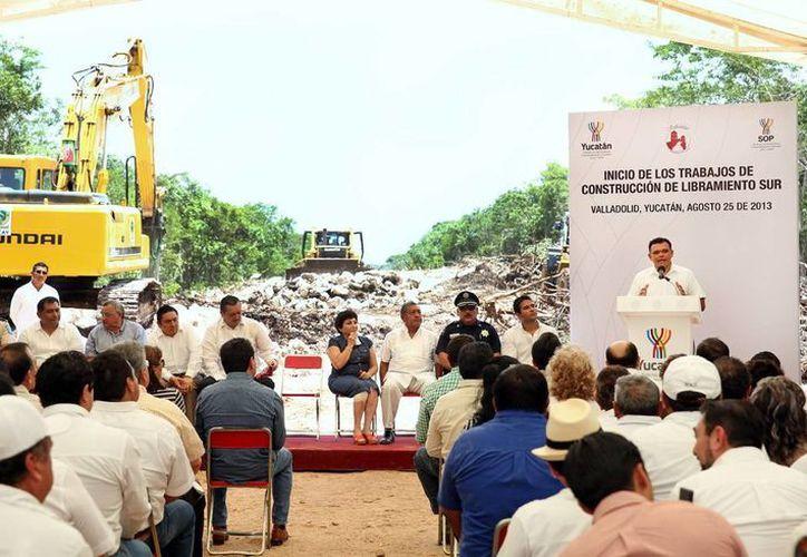 El Gobernador anunció que regresará en 2014 a entregar la obra vial. (Milenio Novedades)
