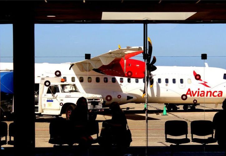 El avión corresponde a la aerolínea Avianca. (twitter.com/Laviejaguardiaa)