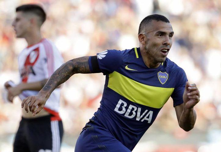 El futbolista Carlos Tevez llega al futbol chino tras conseguir dos títulos de liga argentina con el Boca Juniors.(Natacha Pisarenko/AP)