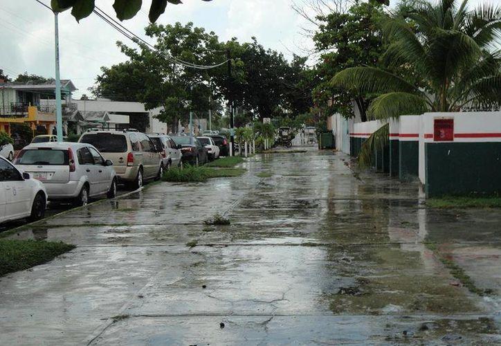 Se presentaron lluvias en la zona norte y occidente de la capital. (Harold Alcocer/SIPSE)
