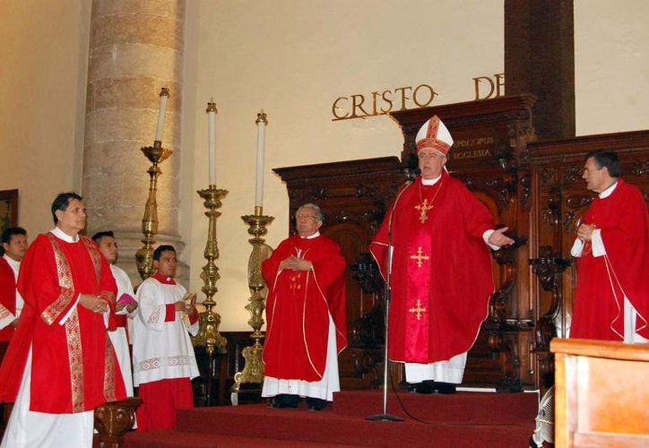 Mons. Emilio Carlos presidió la ceremonia eucarística. (Milenio Novedades)