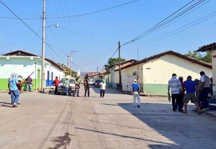 La tarde del 12 de diciembre, los pobladores de San Miguel Totolapan se declararon en autodefensa contra el grupo delictivo de Raybel Jacobo de Almonte, 'El Tequilero'. (twitter.com/Torress43)