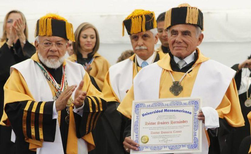 Héctor Suárez recibió el Doctorado Honoris Causa por parte de la Universidad Mesoamericana de Puebla. (Notimex)