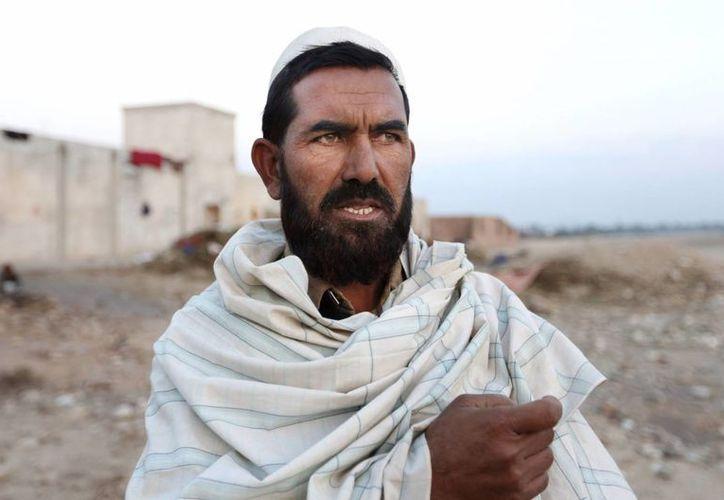 Rahman  Wali habla durante una entrevista con The Associated Press después de que su familia dejó su aldea en el distrito de Rodat de Jalalabad al este de Kabul. (Agencias)
