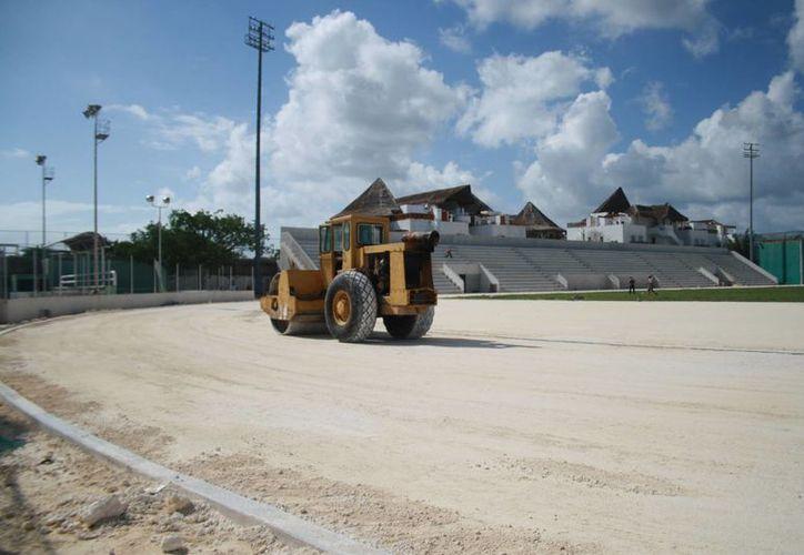 La pista de atletismo tendrá un recubrimiento de tartán. (Adrián Barreto/SIPSE)