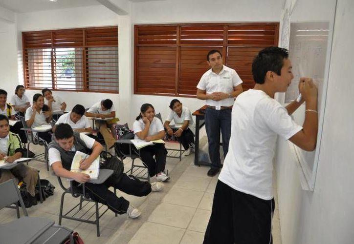 En México existe un atraso educativo que deberá atenderse para levantar el nivel académico de los 36 millones de alumnos. (Foto de Contexto/Internet)