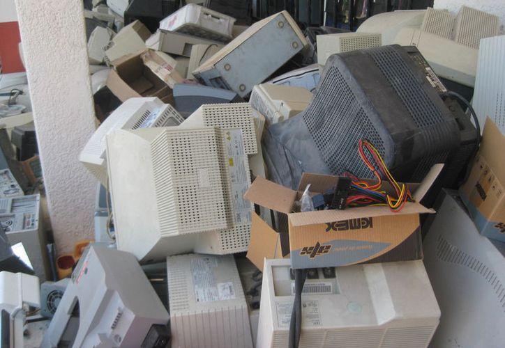 Si no sabes qué hacer con tus electrodomésticos inservibles, llévalos a un centro de acopio; en el municipio de Bacalar hay uno. (Javier Ortíz/SIPSE)