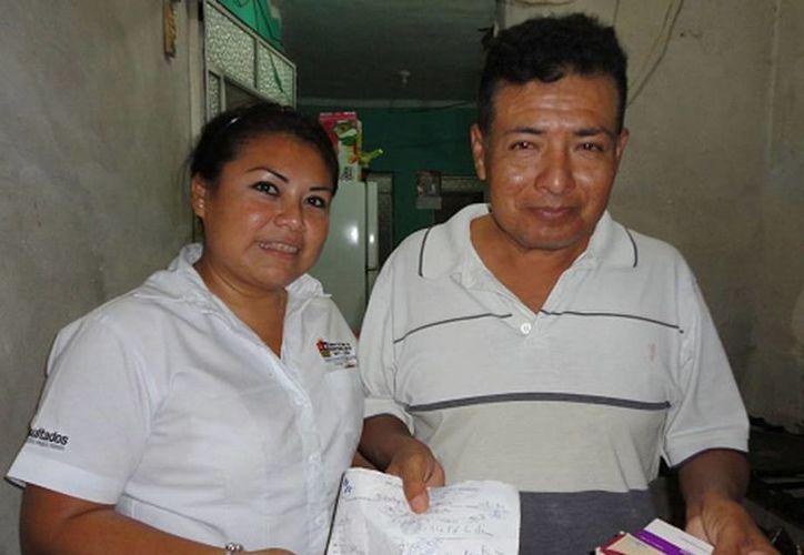 Al año la dirección apoya también a las personas con la compra de medicamentos. (Cortesía/SIPSE)