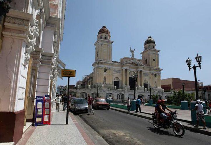 Por décadas la relación entre la Iglesia y el Estado Cubano han sido ríspidas. En la imagen, la Catedral de Santiago. (EFE)
