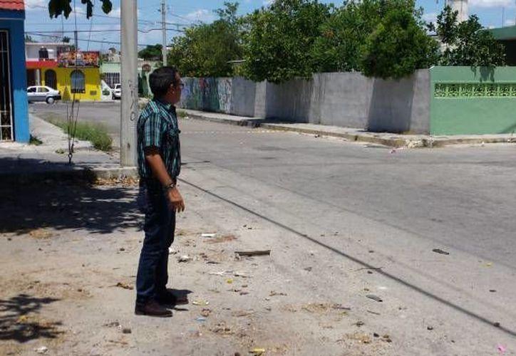 El fraccionamiento Manzana 115 es asolado por los ladrones. Imagen de un hombre en la zona donde se últimamente los rateros atracan con asiduidad. (Milenio Novedades)