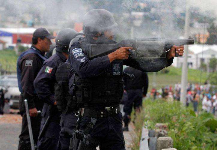 El pasado 9 de julio, policías se enfrentaron a manifestantes del pueblo de San Bernardino Chalchihuapan, en Puebla. El Gobierno acusó a varios policías y pobladores de la muerte de un menor, pero la madre de José Luis Tehuatlie Tamayo, dice que los civiles son inocentes. (Archivo/NTX)