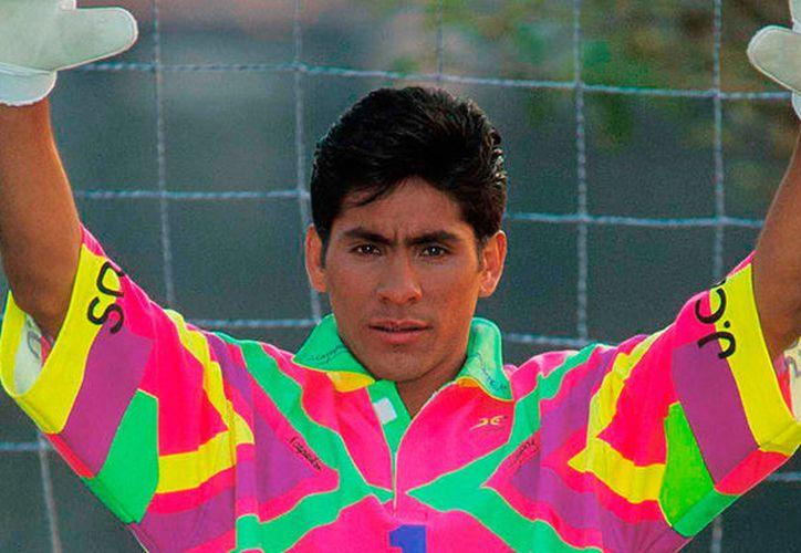 Los futbolistas lucieron cabello teñido o peinados extraños, hasta los peores atuendos. (vanguardia.com)