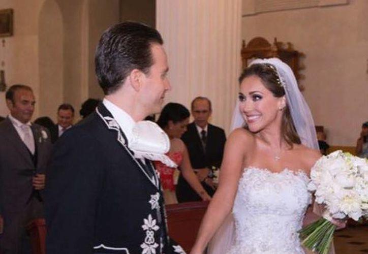 Anahí y el gobernador de Chiapas, Manuel Velasco Coello, se casaron el pasado sábado en Chiapas. (facebook.com/anahimusic)