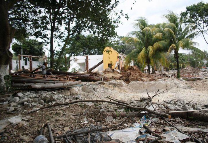 En donde antes operaba el hotel Real de Playa del Carmen, se pretende construir un centro comercial. (Octavio Martínez/SIPSE)
