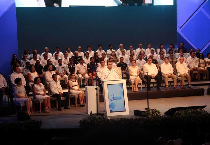 Imagen del informe de gobierno del alcalde de Mérida, Renán Barrera Concha, en el teatro José Peón Contreras hoy por la mañana. (Jorge Acosta/SIPSE)