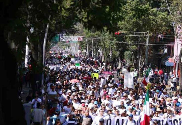 Imagen de la manifestación de hoy domingo en Guadalajara, Jalisco. (Excelsior vía Quadratín)