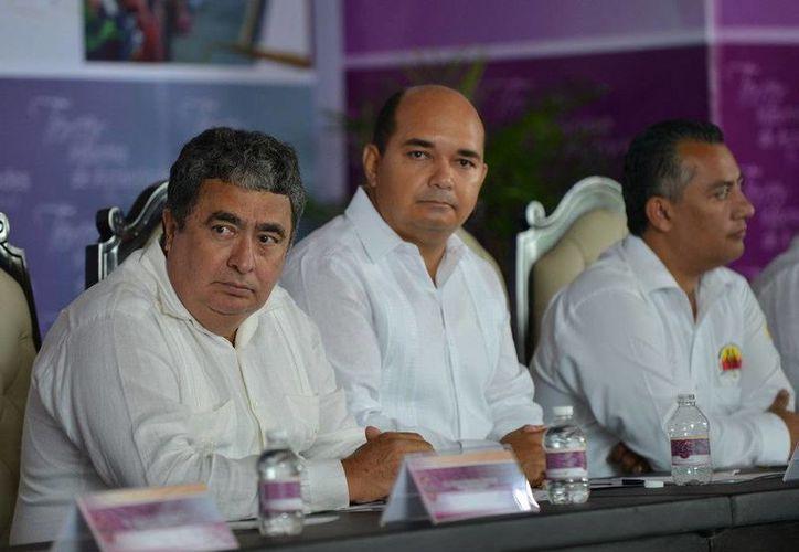Gabriel Mendicuti Loría y Enrique Mora Castillo, en el acto del primer informe. (Redacción/SIPSE)