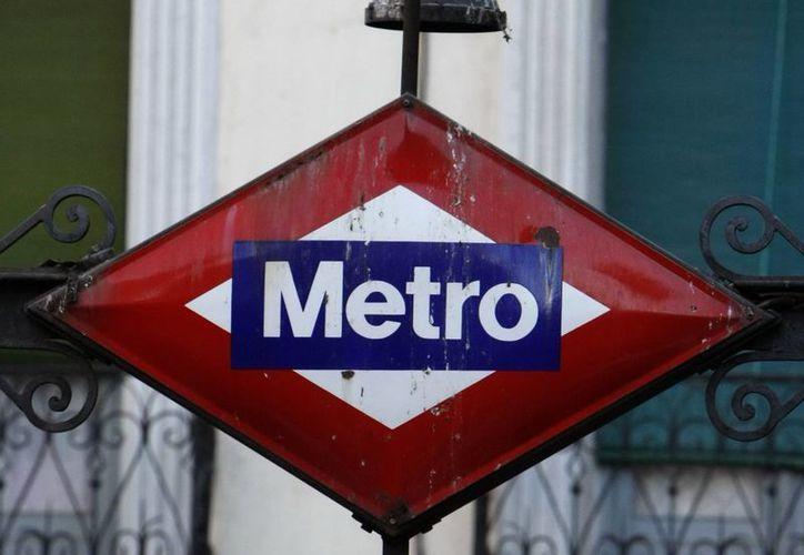 Acceso a una estación de metro de Madrid. (Archivo/EFE)