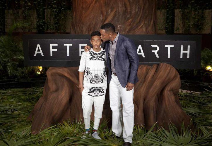 Will y Jaden Smith, interpretarán a padre e hijo por segunda ocasión. (Agencias: AP)