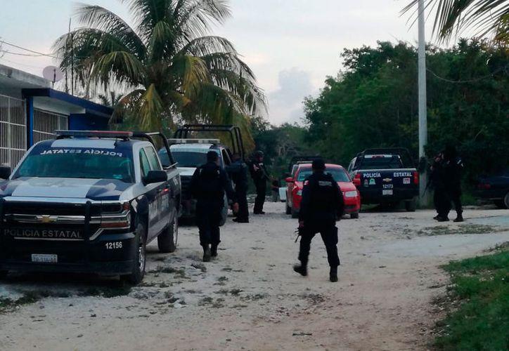 La camioneta fue abandonada en la colonia El Pedregal. (Redacción/SIPSE)