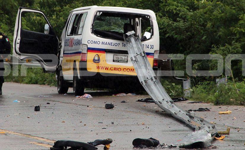 Los destrozos eran visibles en toda la carretera. (Aldo Pallota/SIPSE)