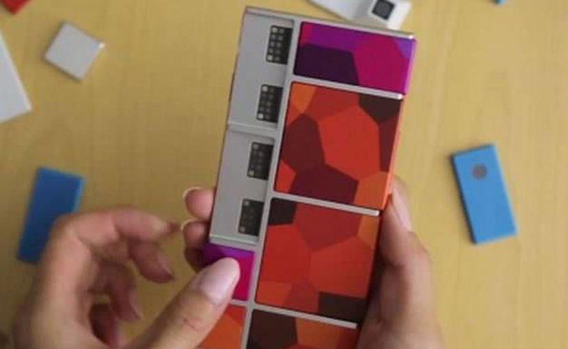 El teléfono combinable Ara es un modelo básico al cual se pueden añadir distintos módulos. (globedia.com)