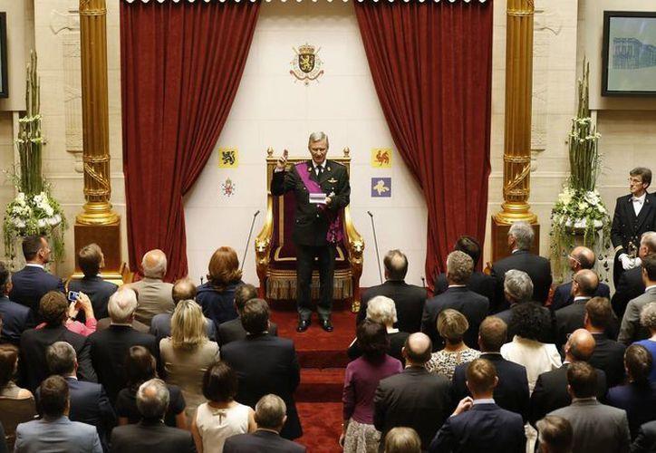 Representantes políticos no aplaudieron al nuevo monarca. (EFE)