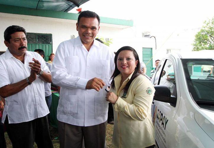 Zapata Bello reconoció el esfuerzo que realizan los empleados de los diferentes sistemas. (Milenio Novedades)