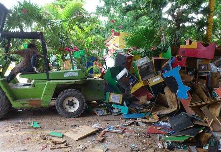 La destrucción de los 'minicasinos' estuvo a cargo de una empresa especializada. (SIPSE)