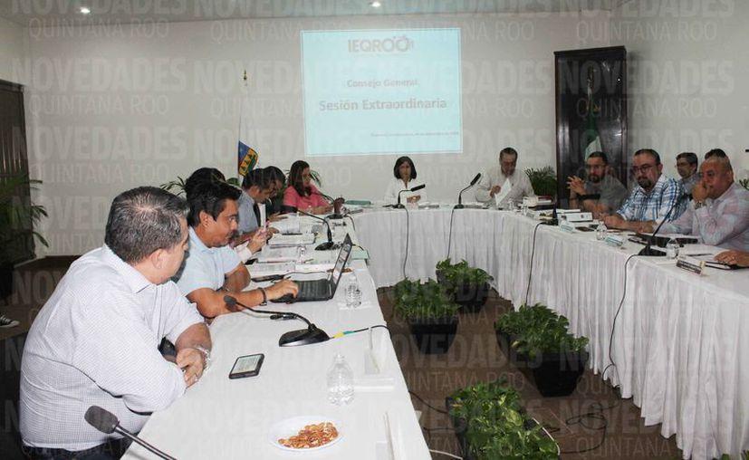 El Ieqroo presentó el presupuesto en sesión extraordinaria. (Rodrigo Osorio/SIPSE)