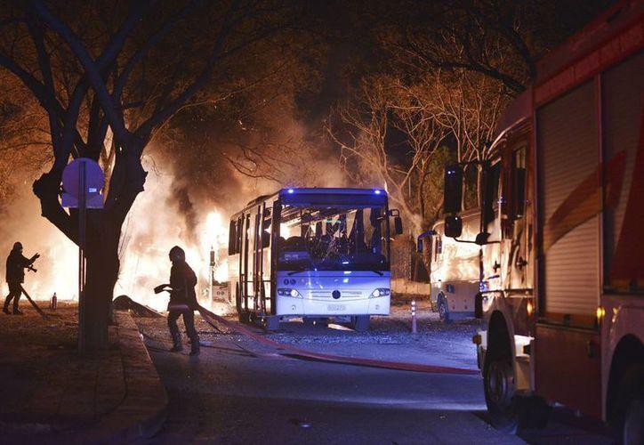 Un auto bomba estalló en una zona cercana al poder militar turco y al Parlamento. (AP)