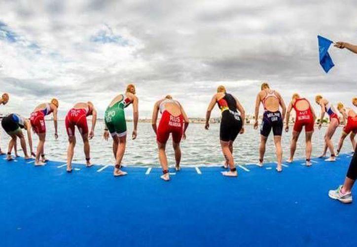 Los triatletas participarán en la competencia que se llevará a cabo en Cozumel en el mes de septiembre. (Redacción/SIPSE)