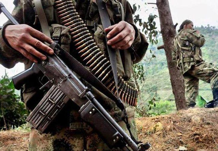 """En el 2008 el gobierno colombiano destituyó a 27 militares por el asesinato de 11 hombres que falsamente habían sido mostrados como guerrilleros y delincuentes muertos en combate, a los que se denominó """"falsos positivos"""".  (Foto de contexto de Agencias)"""