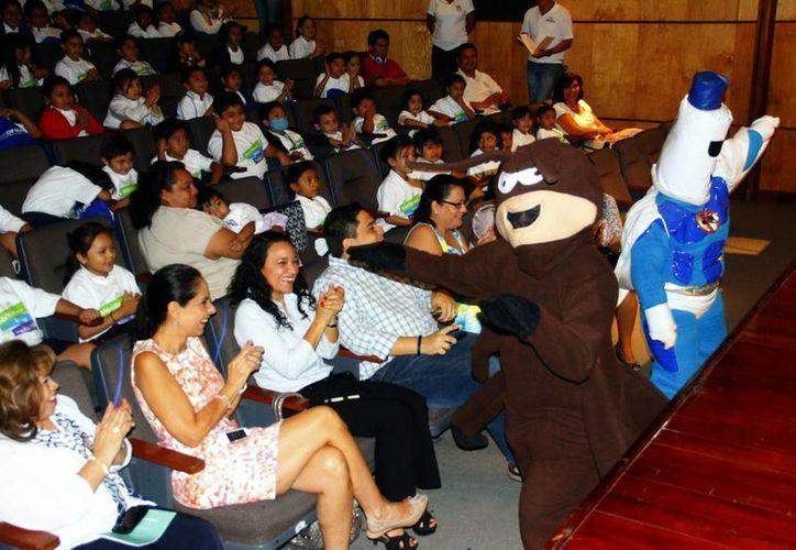 """La primaria """"Héroes de Nacozari"""" disfrutó dos funciones de teatro. (Juan Albornoz/SIPSE)"""