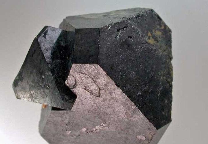 Un tipo específico de perovskita llamado KBNNO, que puede aprovechar muchas formas de energía mediante un ajuste.(Archivo/AP)