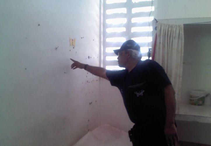 El secretario estatal de Seguridad Pública, Bibiano Villa Castillo, durante el recorrido en la cárcel. (Eric Galindo/SIPSE)