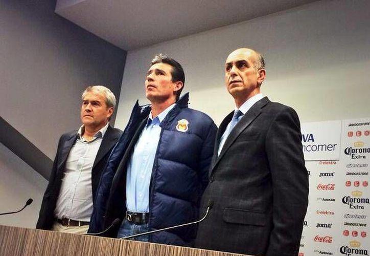 Eduardo de la Torre fue presentado como DT de Monarcas y anunciado en su cuenta de Twitter. (@FuerzaMonarca)