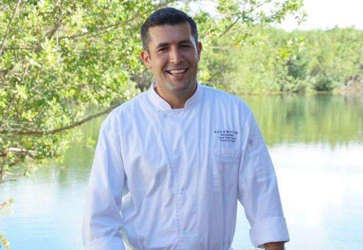 El chef Loza cocinó ante más de 5000 asistentes tacos de ceviche de jurel incorporando ingredientes típicos de la cocina mexicana como chile habanero, cilantro, aguacate, rábanos, frijoles, cebolla y limón, entre otros. (Redacción/SIPSE)