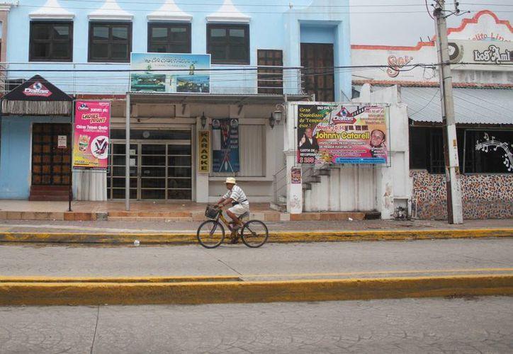 Tratan de impulsar las ventas en los negocios de la Yaxchilán. (Sergio Orozco/SIPSE)
