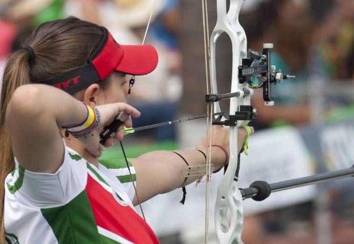 La arquerista mexicana Linda Ochoa dio a México una presea de plata en el Mundial de Irlanda del Norte. (Notimex)