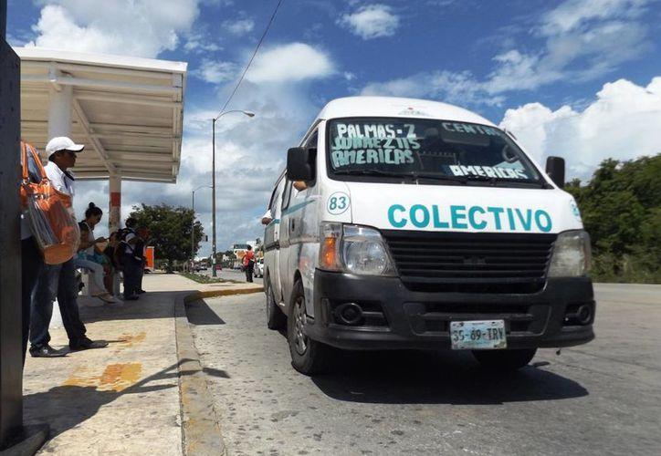 Los transportistas acusan que hay vehículos particulares que dan servicio de transporte público ilegalmente. (Daniel Pacheco/SIPSE)