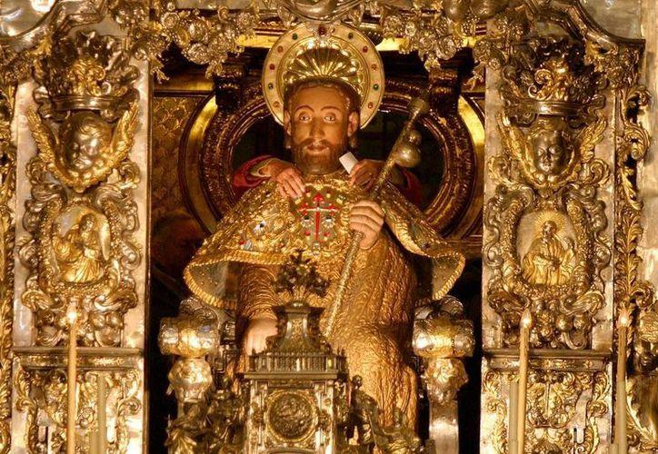 El nombre Santiago, el santo patrón de España, es el más popular en México, Colombia y Venezuela. Aquí aparece una efigie del apóstol, venerada en la catedral de Santiago de Compostela, en Galicia. (santiagoturismo.com)