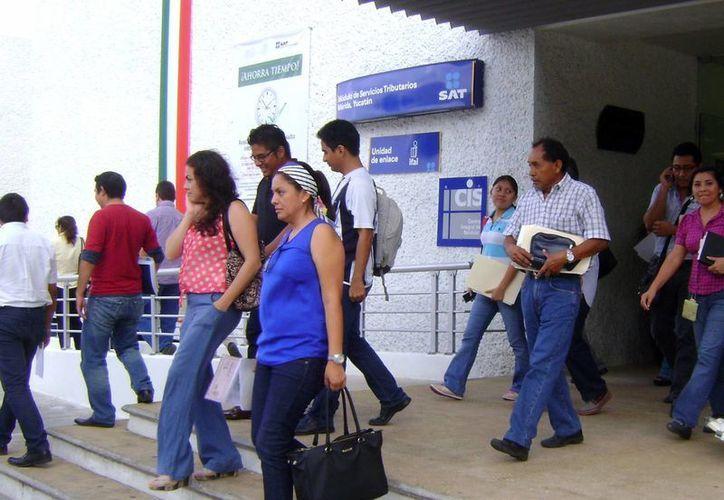 """En 2011 se enviaron 400 mil """"Cartas Invitación"""" a contribuyentes. Imagen de las instalaciones del SAT en Yucatán. (Milenio Novedades)"""