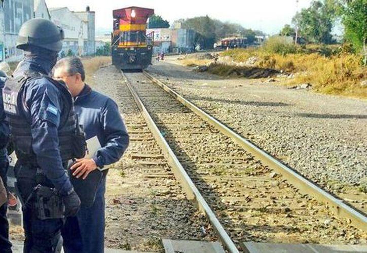 Los maestros mantienen el bloqueo en algunos tramos ferroviarios. (Twitter)