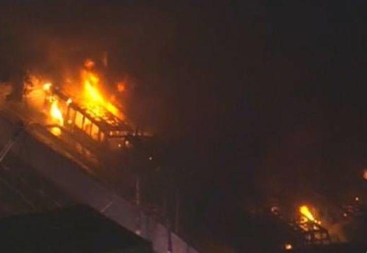 En Brasil es común ver autobuses incendiados cuando alguna situación despierta el descontento social. (RT)