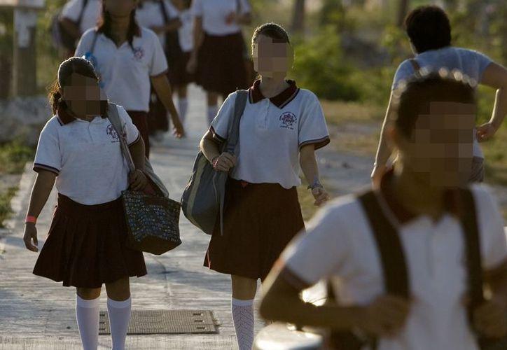 Piden a los padres de familia enviar sus hijos uniformados por seguridad de ellos mismos dentro y fuera del plantel. (Víctor Ruiz/SIPSE)