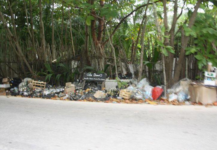 En el destino, durante la temporada alta se recogen al menos 50 toneladas de desechos al día. (Sara Cauich/SIPSE)