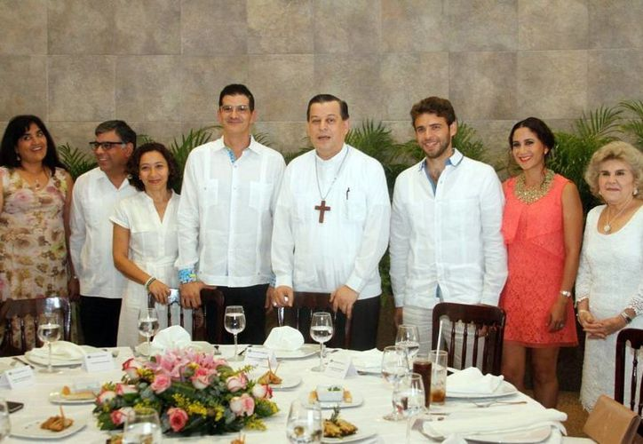 Diversos integrantes de la comunidad libanesa convivieron con el Arzobispo Mons. Gustavo Rodríguez Vega, con motivo de su reciente nombramiento. (Milenio Novedades)